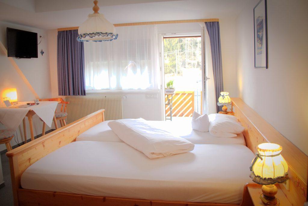 Doppelzimmer mit Balkon_001
